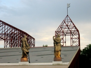 Fake statues on the roof